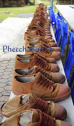 Schuhe von Mönchen