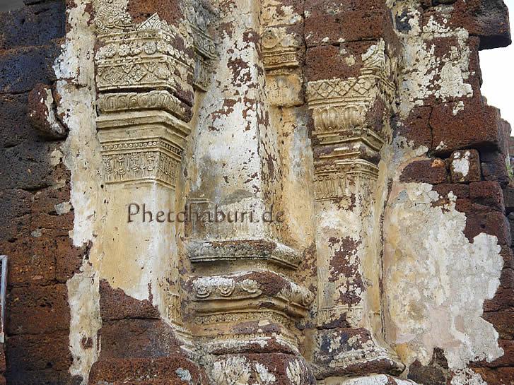 Ornamente in antikem Tempel Phetchaburi